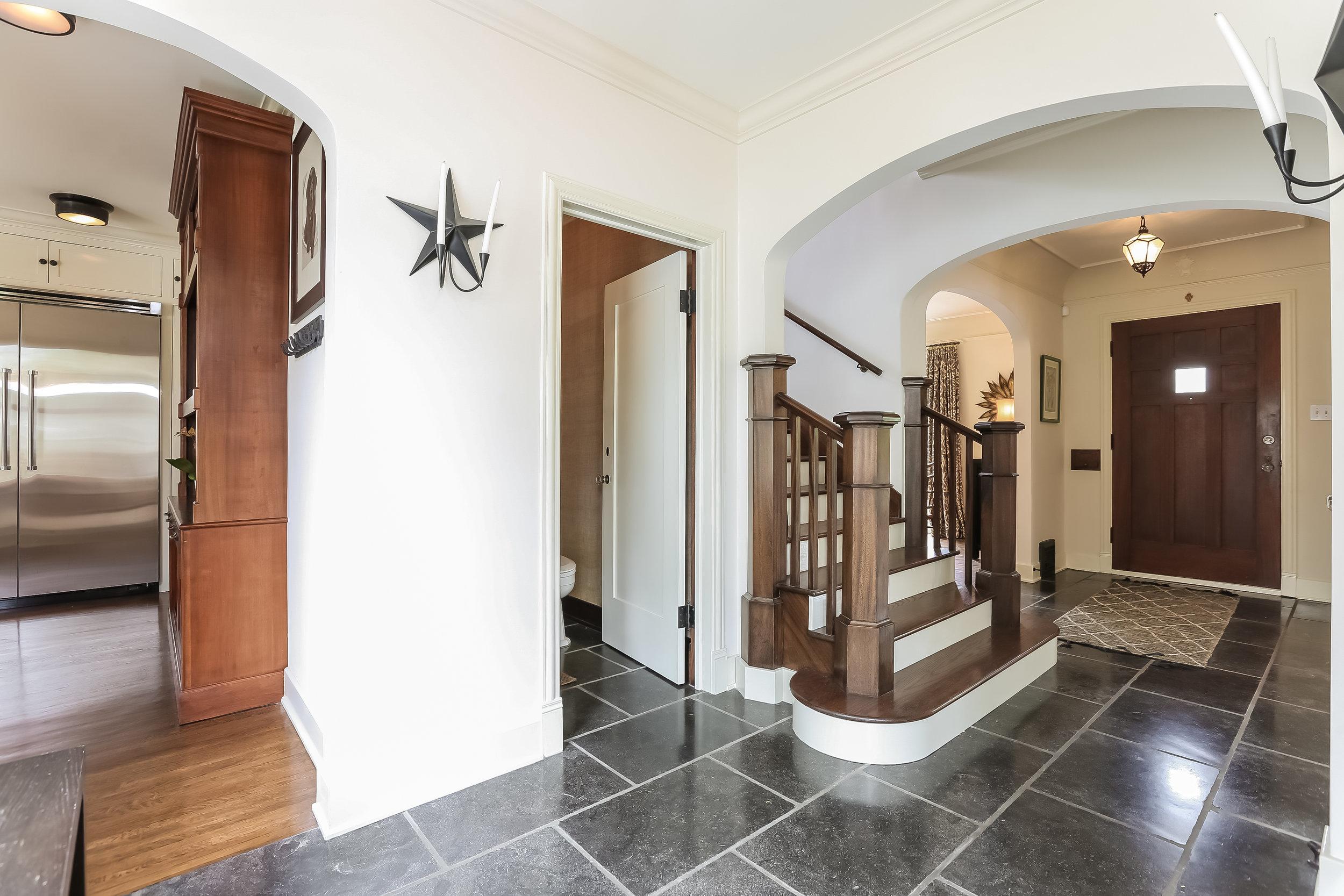 Foyer-5846824.jpg