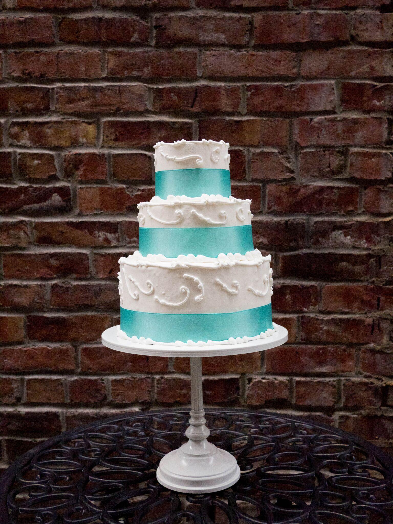 Wedding Cake Pic for Web 12.9.17.jpeg