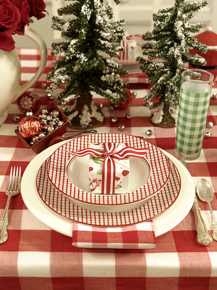 08-Dining-Room---Table-Setting.jpg