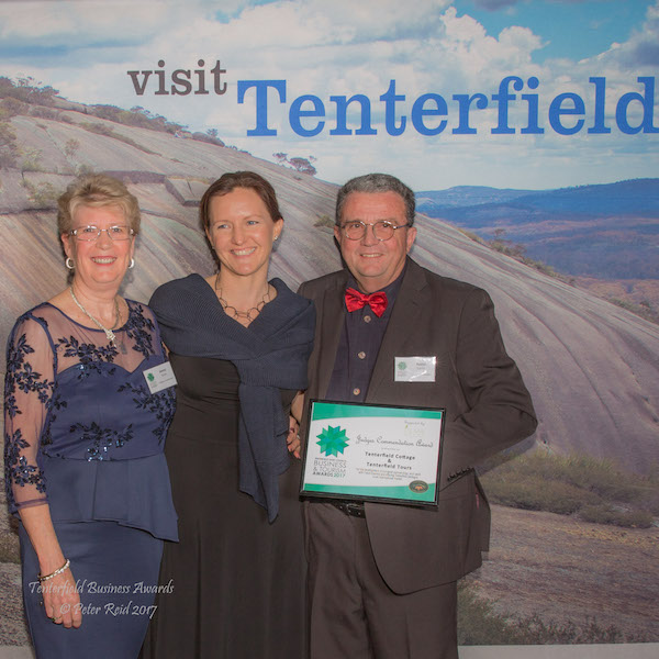 Jenny and Kevin of Tenterfield Cottages with Kushla IC: Peter Reid