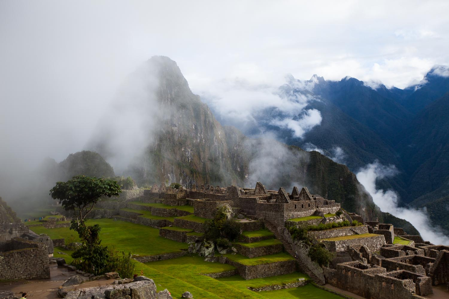Morning view before the clouds parted: Machu Picchu, Perú