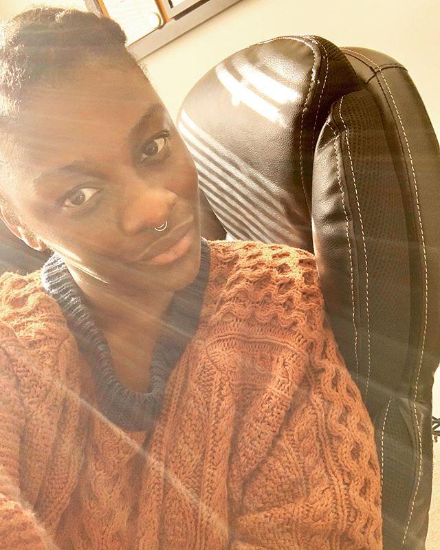 🍁 #selfie #sweaterweather #fall #autumn #sun #sunshine #procrastinating #warmth #upstateny #septumring #curlyhair #blackgirlmagic