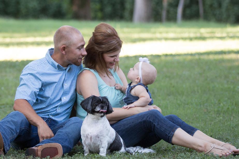 Lisa Evelyn Photography family session outside