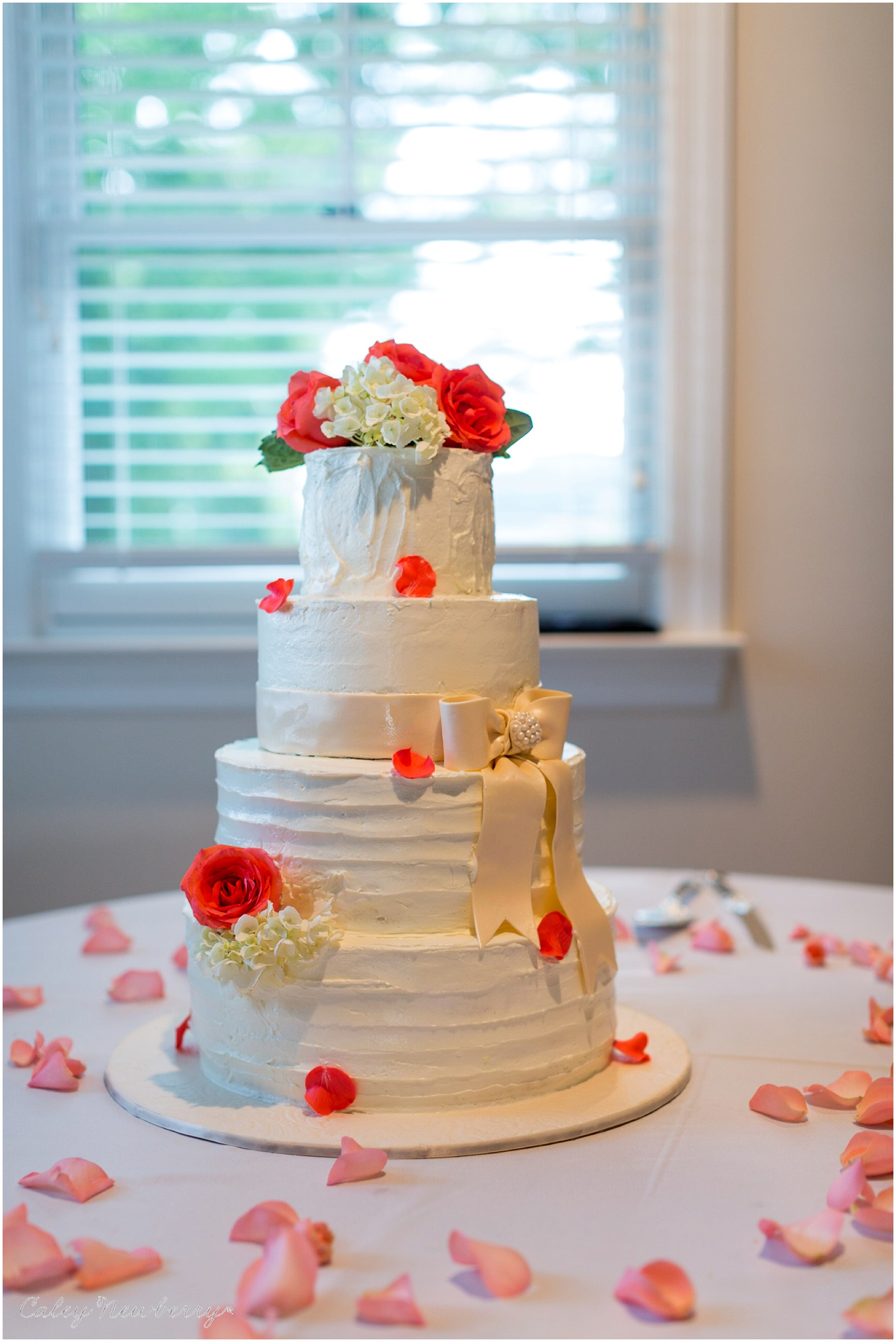 wedding-cake-with-hydrangeas.jpg