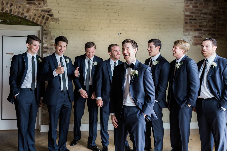 fun-groomsmen-photos.jpg