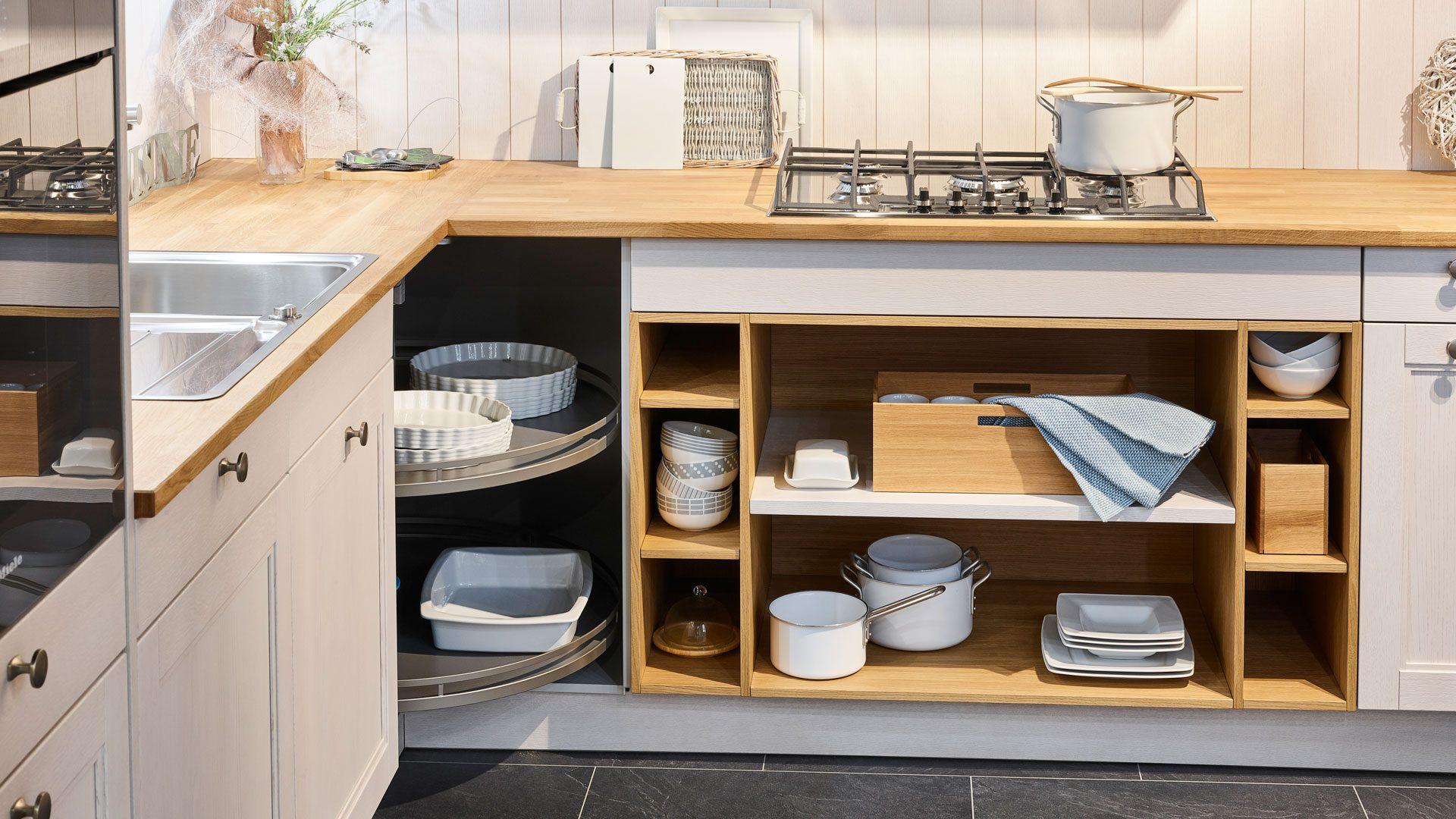 кухня с полками.jpg