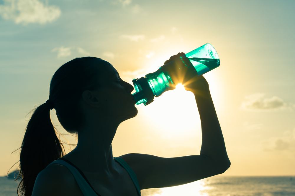 Athlete drinking water shutterstock_345583352.jpg