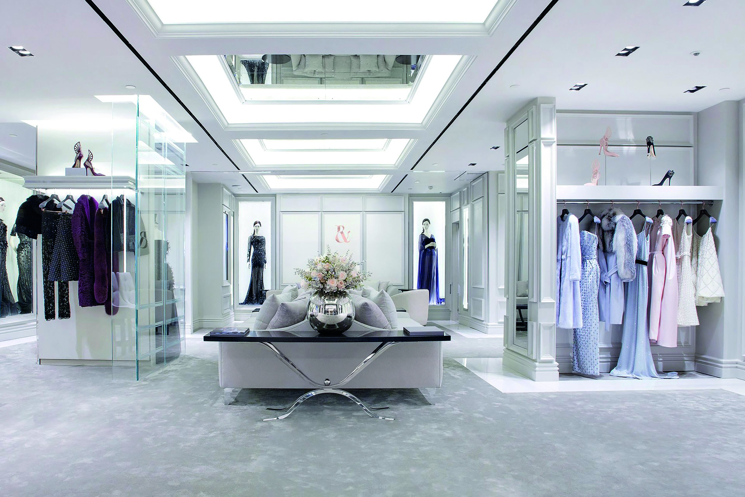 A continuous line of FlowBar can help to define a beautiful ceiling.