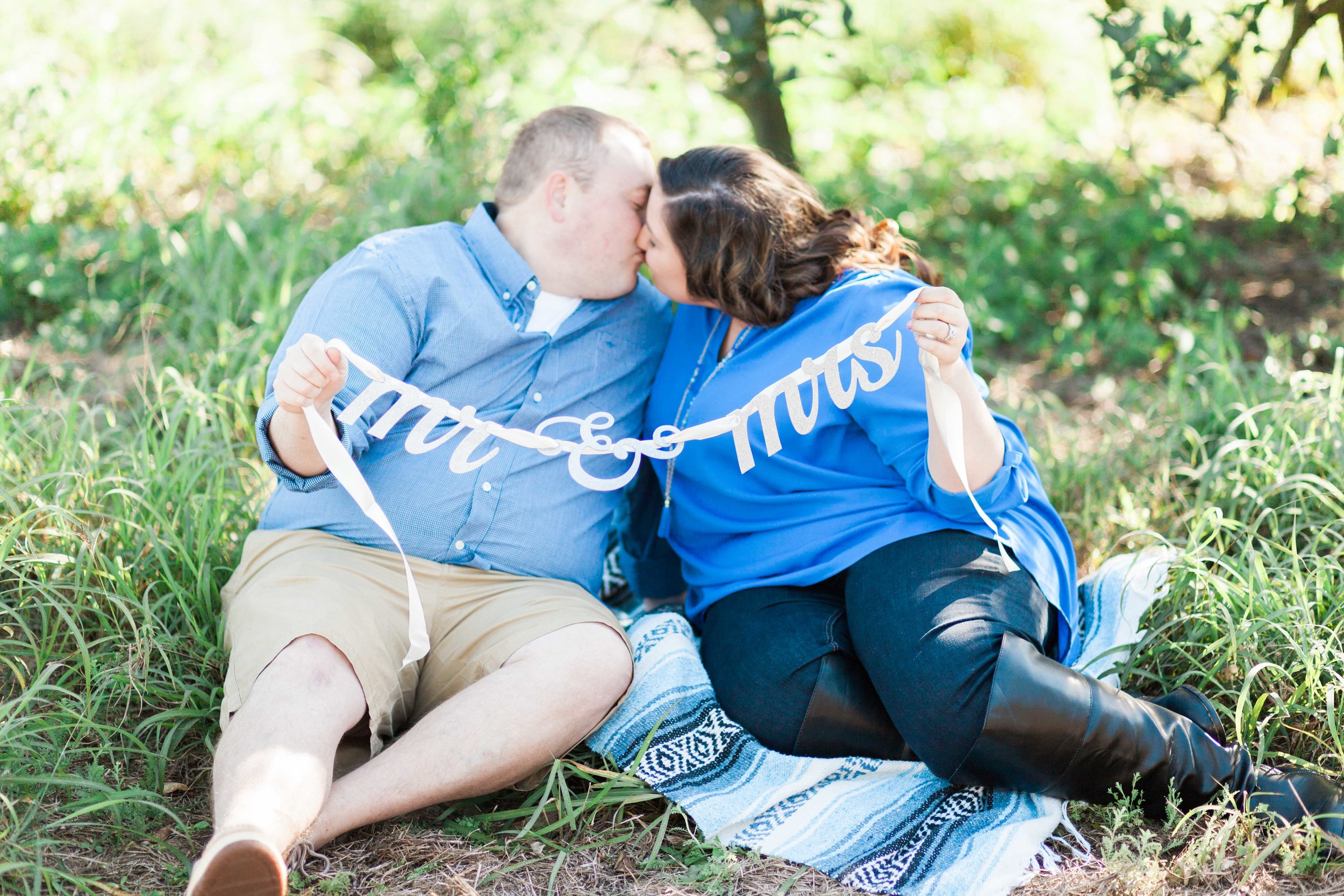 Mr. & Mrs. Sign in Orange Grove Engagement Session in Orlando Florida | Michelle Mock Photography