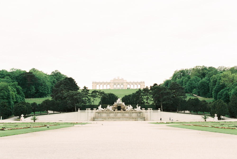 Surprise Proposal | Schönbrunn Palace, Vienna | Michelle Mock Photography | Vienna Photographer | Canon 1V | Fuji400H