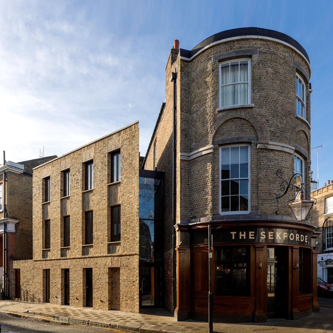 Chris Dyson Architects, Sekforde Arms © Peter Landers.jpg