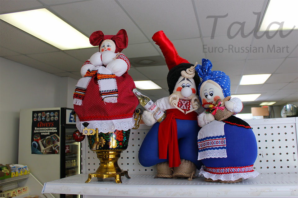 Ukrainian dolls and Russian samovar