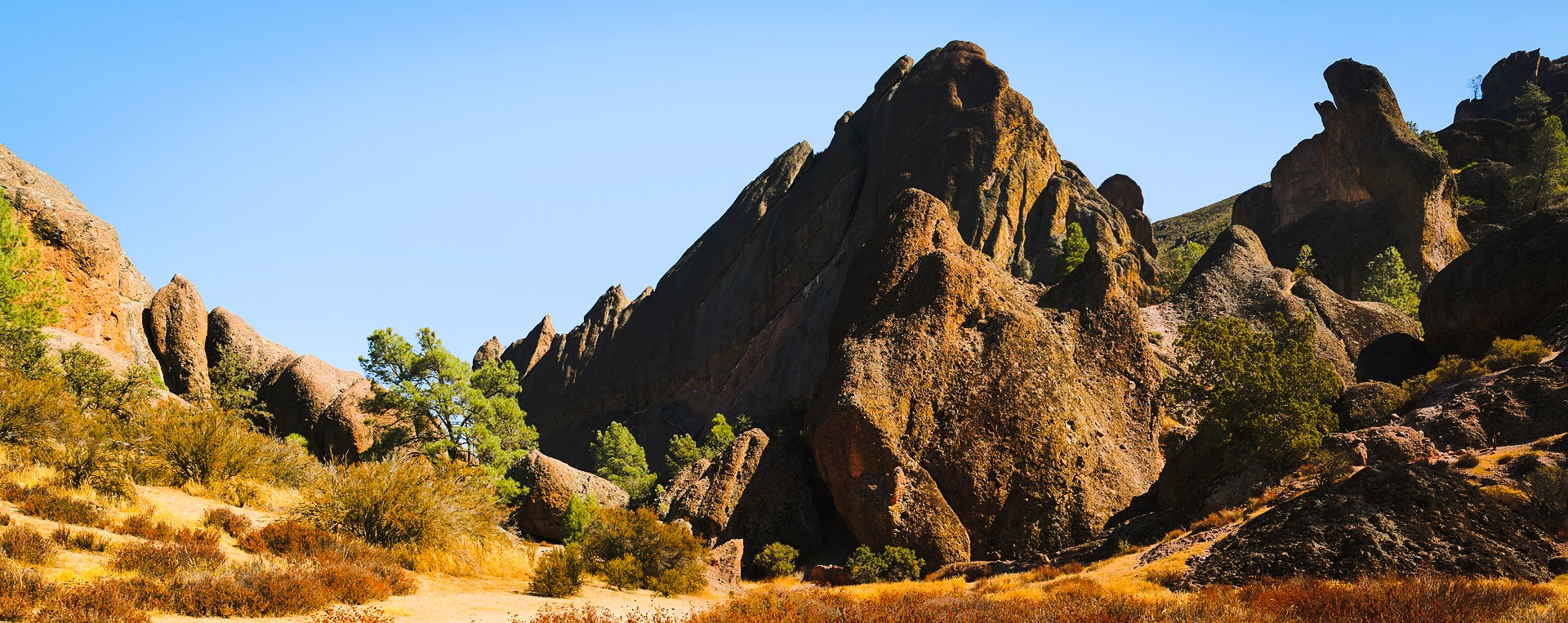 Rock Formations At Pinnacles National Park, Photo: Brocken Inaglory