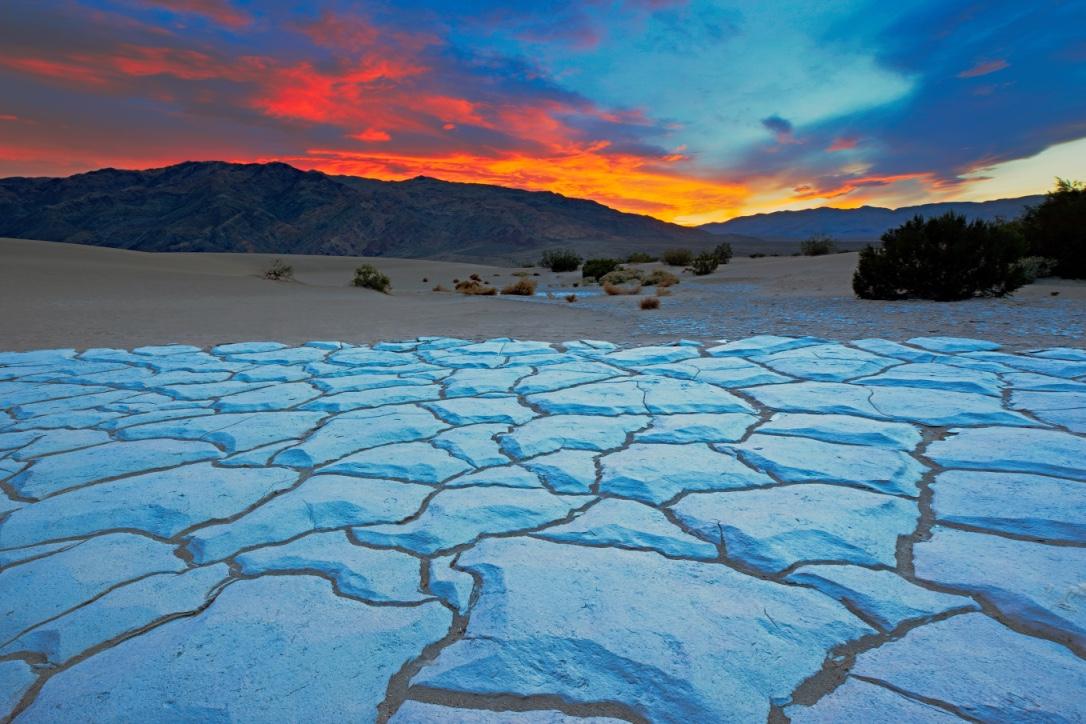 Sunset from Mesquite Flat Sand Dunes - Death Valley National Park - California - ( PHOTO: DOUG MEEK/SHUTTERSTOCK)