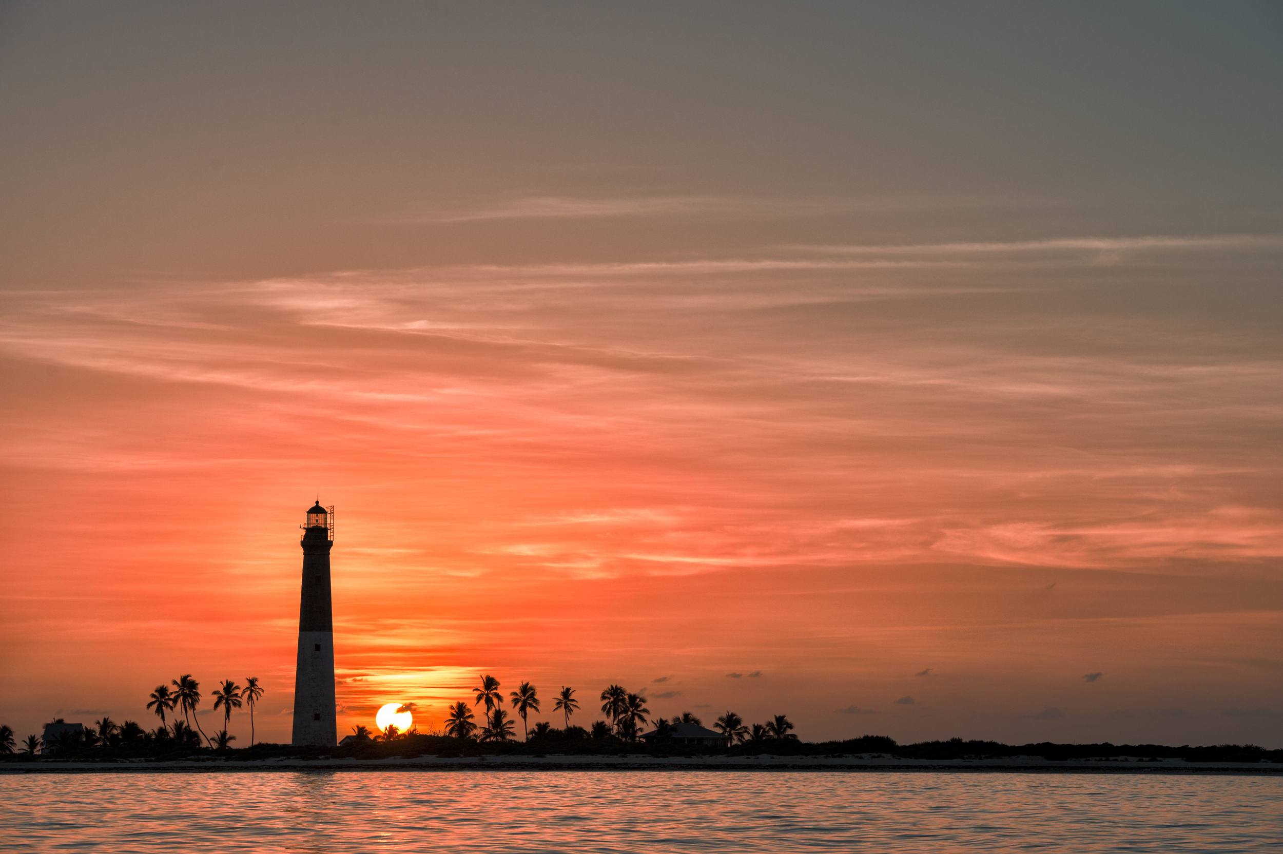 sunset from the lighthouse of dry tortugas – (PHOTO: Dan Kosmayer/SHUTTERSTOCK)