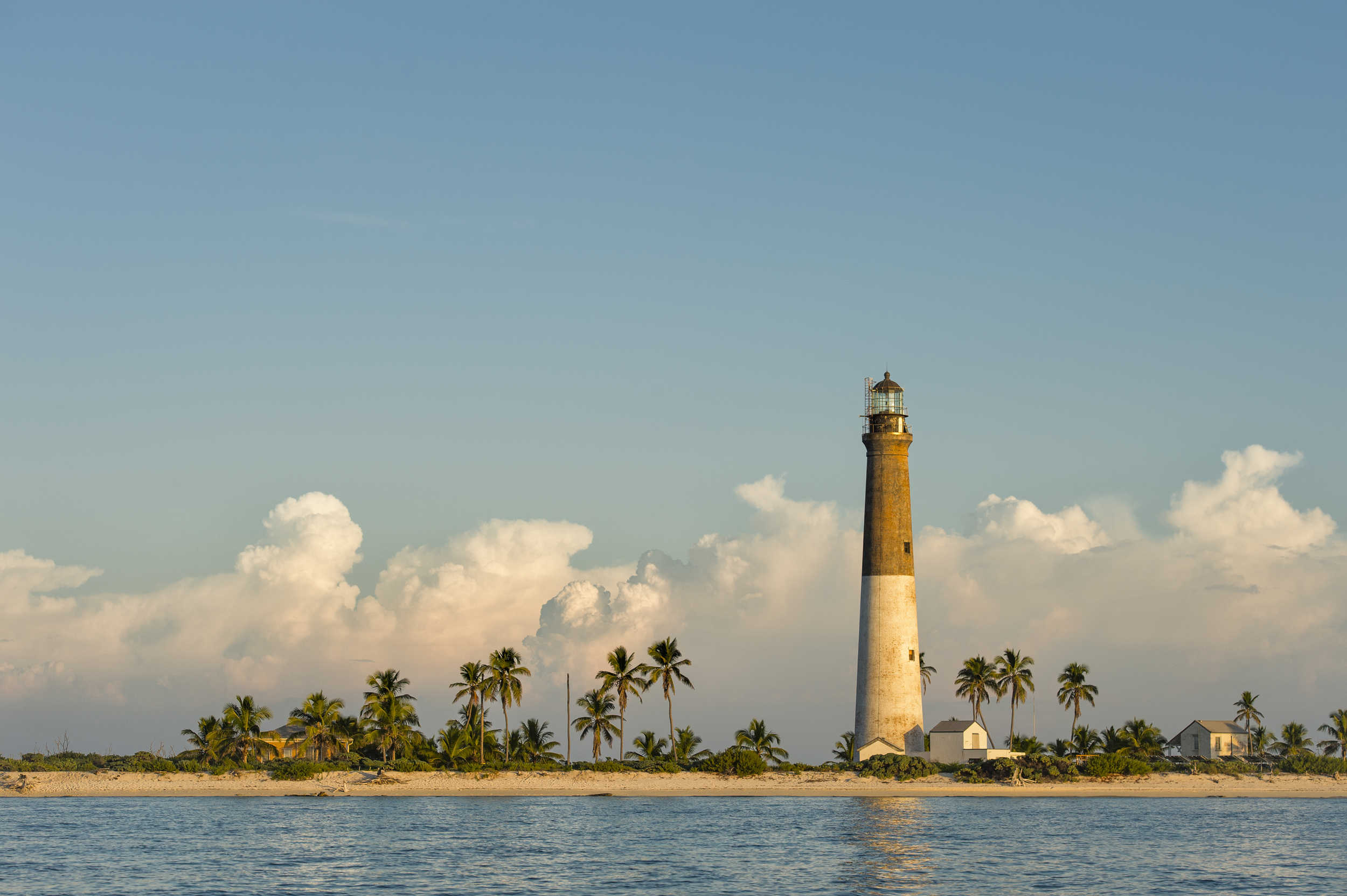 the lighthouse of dry tortugas national park –  (PHOTO: DAN KOSMAYER/SHUTTERSTOCK)
