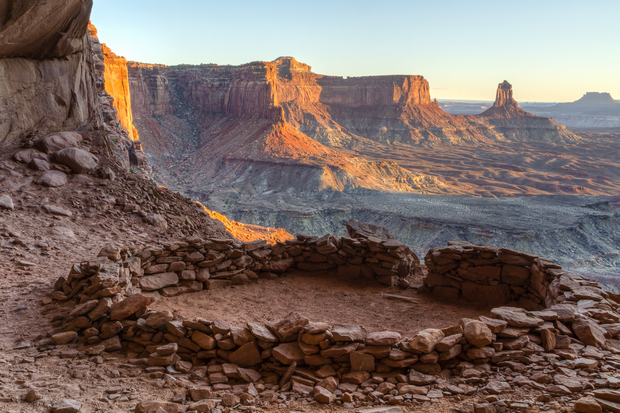FALSE KIVA NEAR CANDLESTICK TOWER –  (PHOTO: COLIN D. YOUNG/SHUTTERSTOCK)