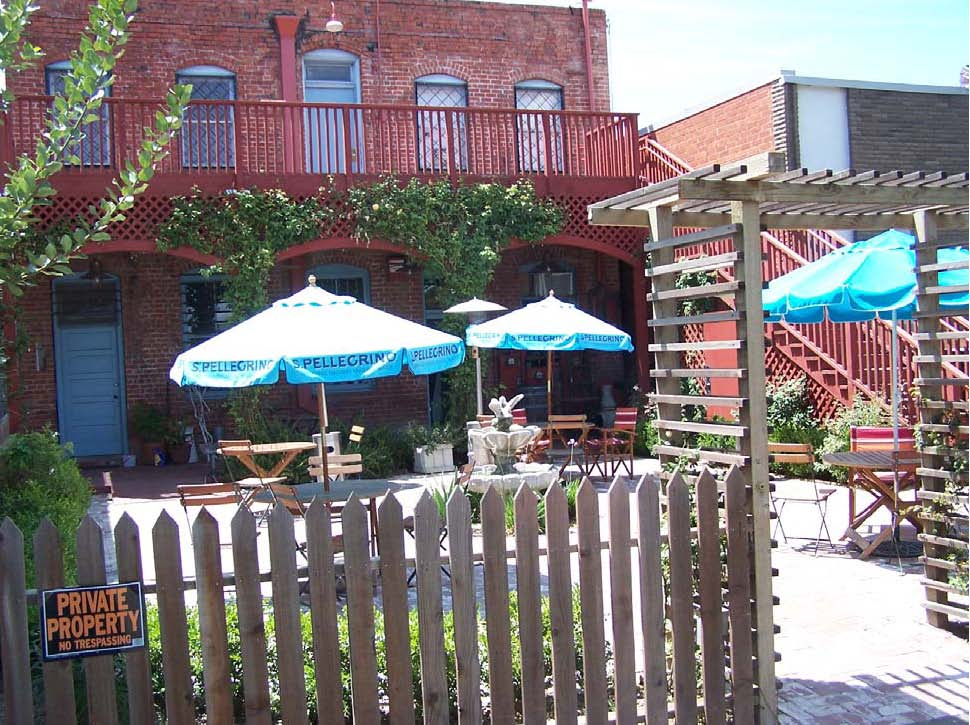 picvipSchultze(patio)110512.jpg