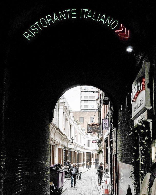 Italiano, this way ⏩ #alleyways #italiano