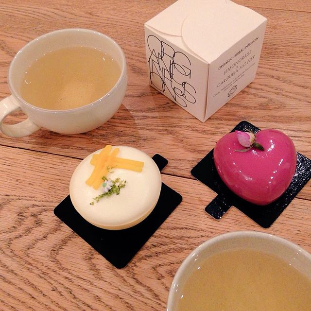 Evening tea exclusively from @realfoodfest #CanopyMarket. Gorgeous @libellepatisserie Cakes & our #Evolvia Lemongrass X Carqueja Flower Tea, is there a better way to end the weekend? 😍