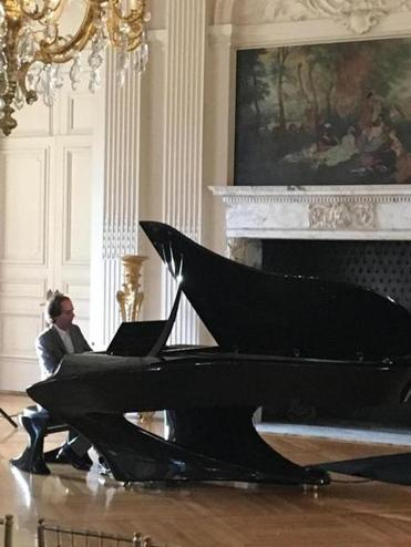 Geregely Bogányi in the Rosecliff mansion, during the Newport Music Festival 2016.