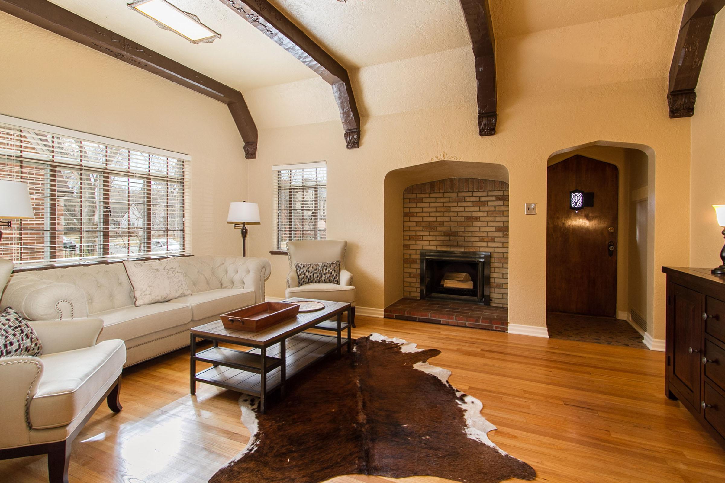 1177290_Vaulted-Living-Room-with-Fireplace-Inglenook_high.jpg