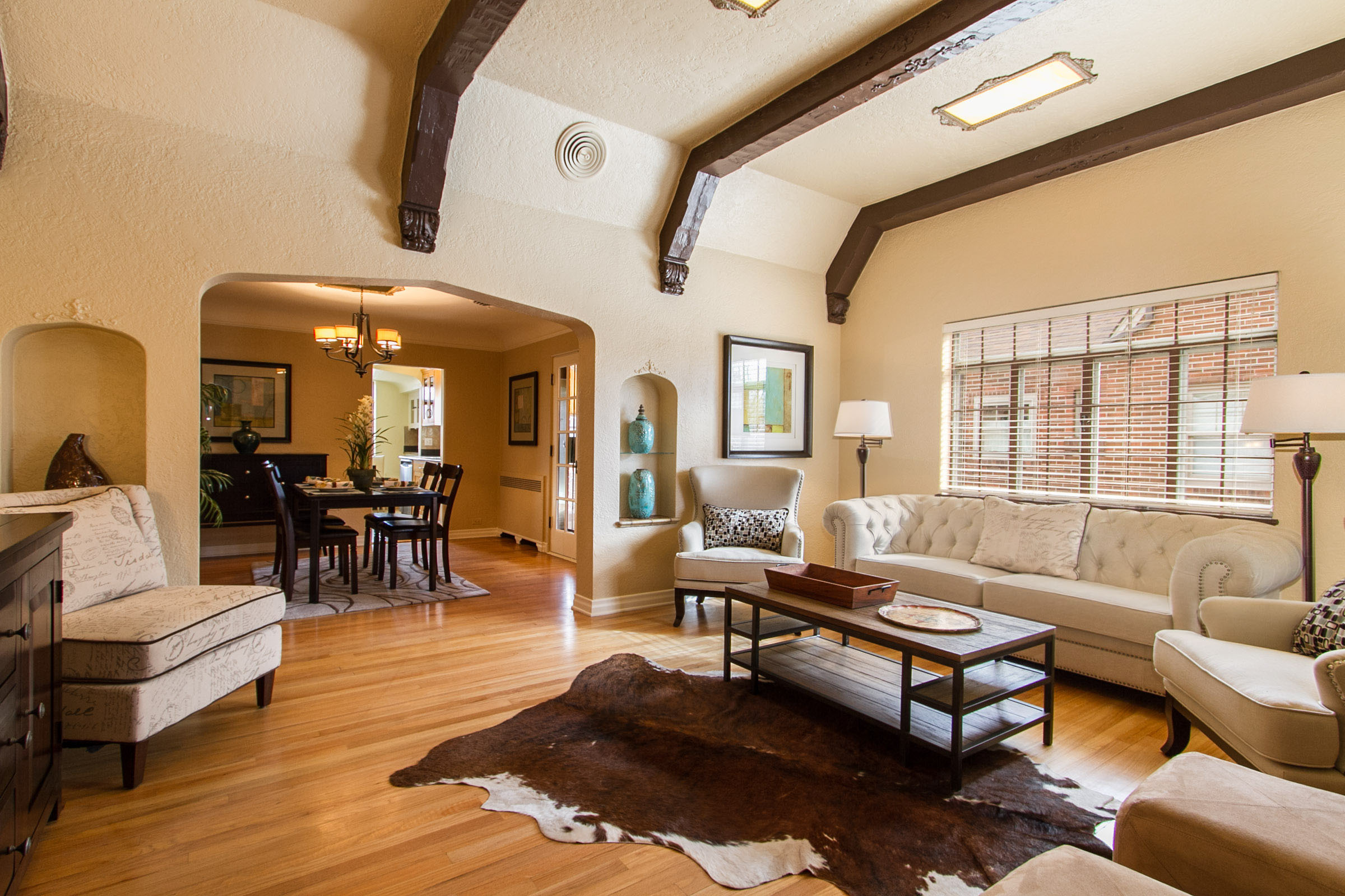 1177289_Living-Room-Has-Arched-Passage-to-Dining_high.jpg