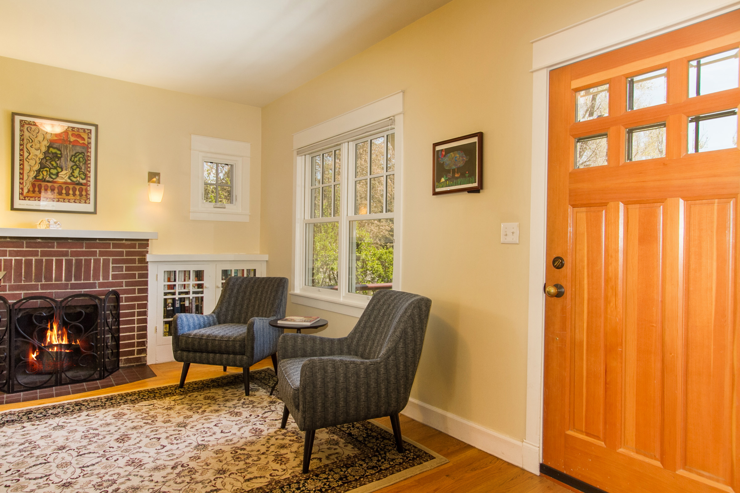 1246091_Foyer-and-Living-room-With-Built-In-Bookcases_high.jpg
