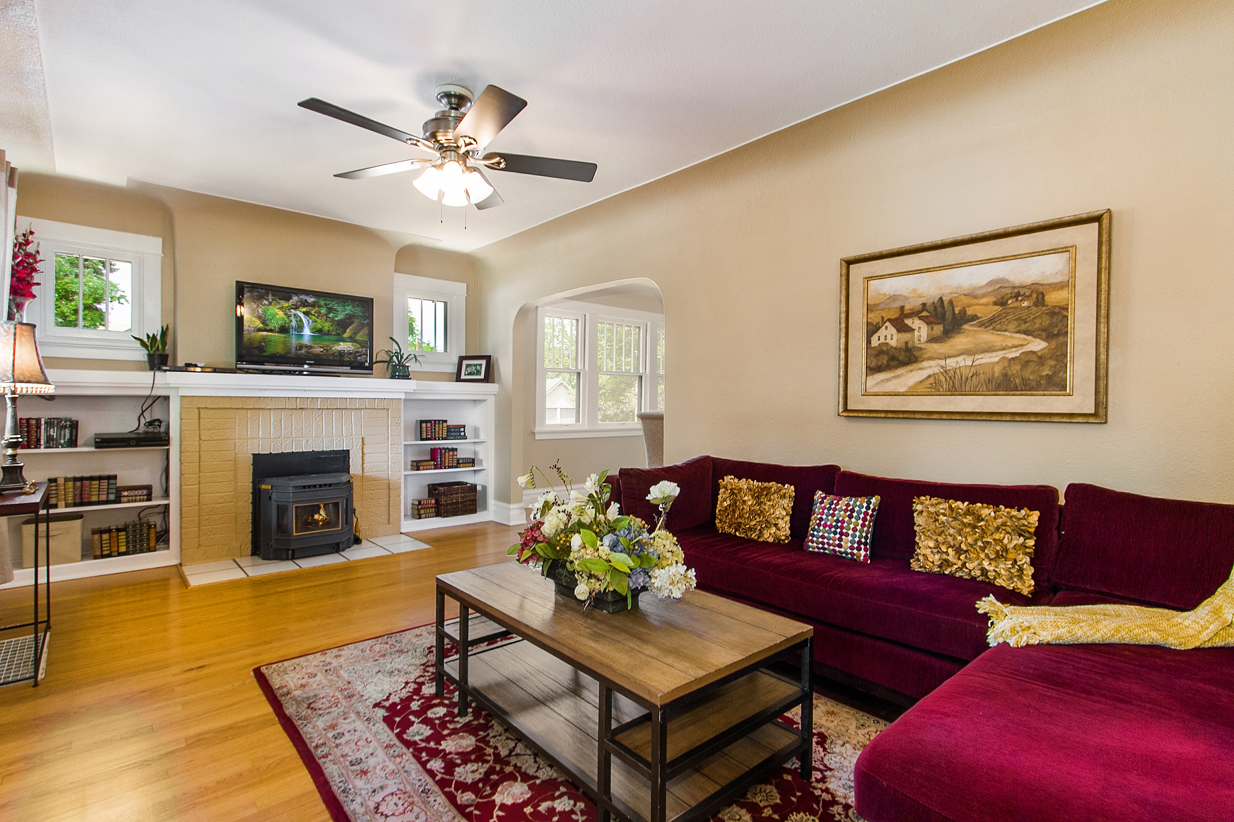 1316338_Living-Room-Has-Pellet-Stove--amp--Bookcases_high.jpg