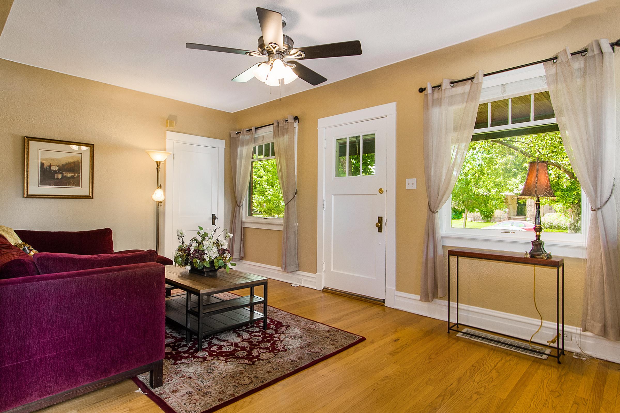 1316340_Beautiful-Vintage-Windows--amp--Hardwood-Floors_high.jpg