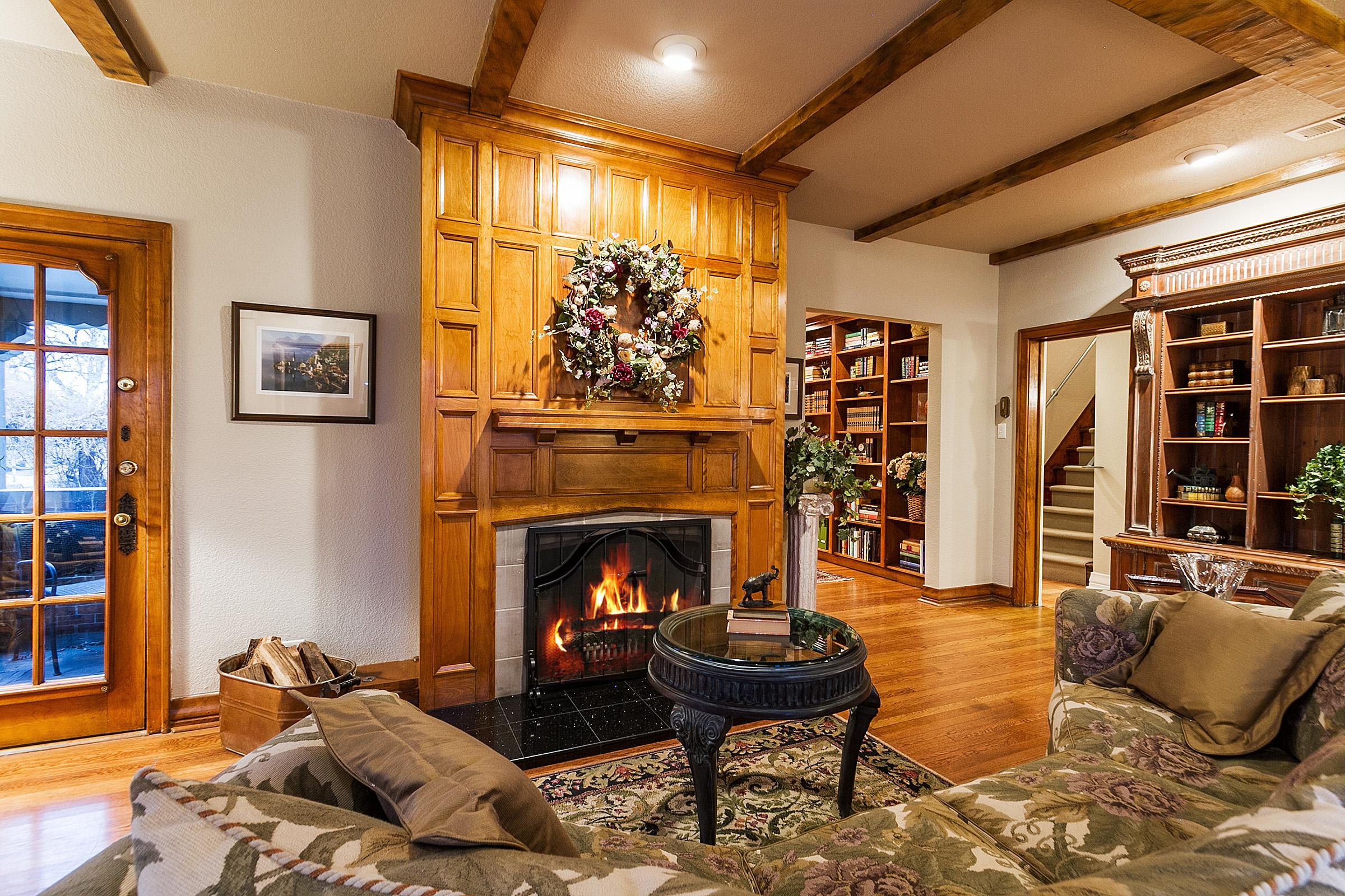 1183145_Paneled-Fireplace-with-Gas-Logs_high.jpg