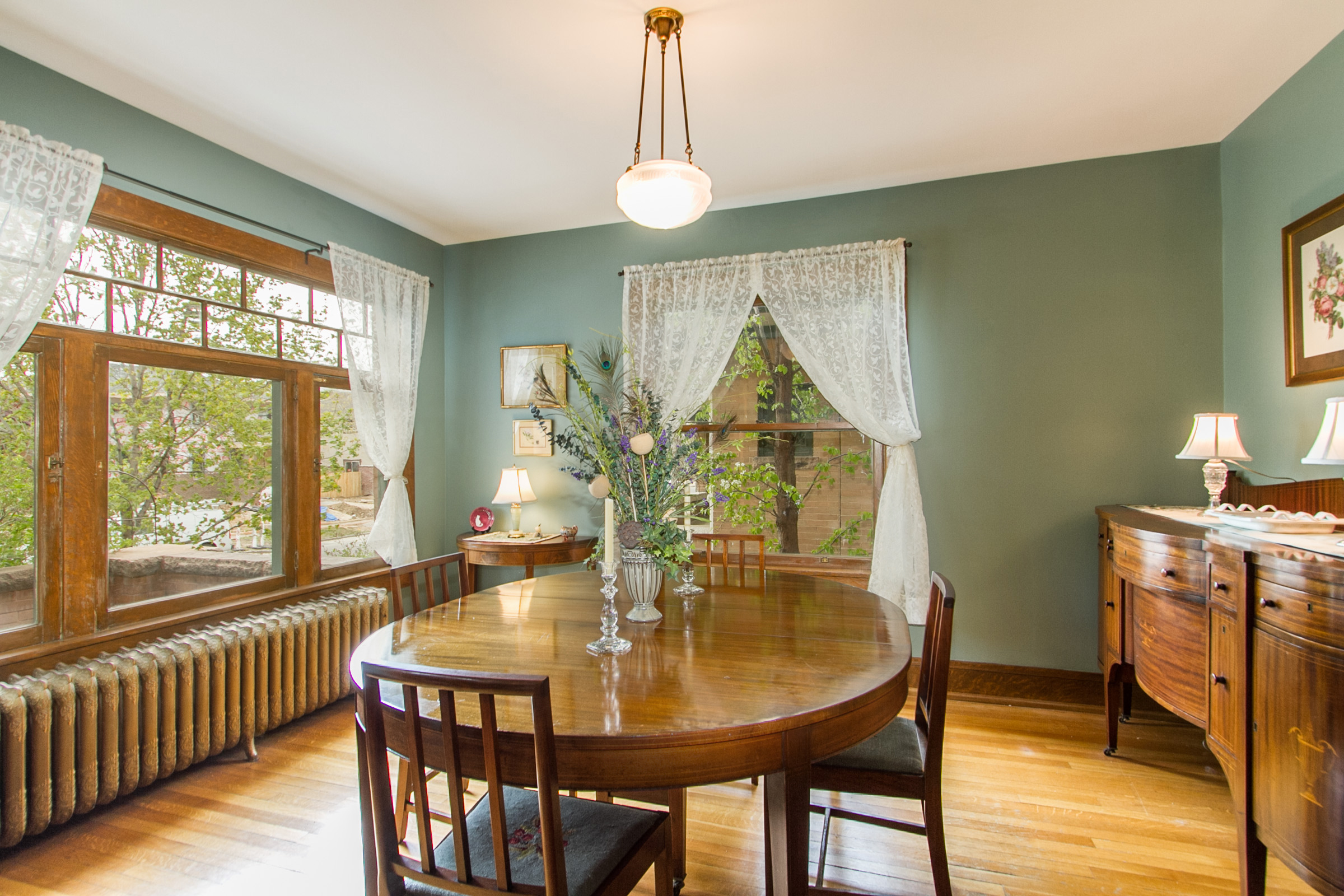 1246108_Large-Dining-Room-Has-Great-WIndows_high.jpg
