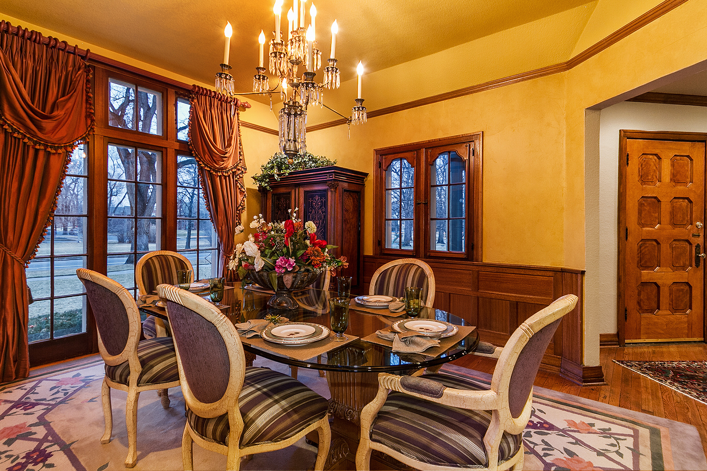 1183070_Dining-Room-with-Wainscot-and-Large-Windows_high.jpg