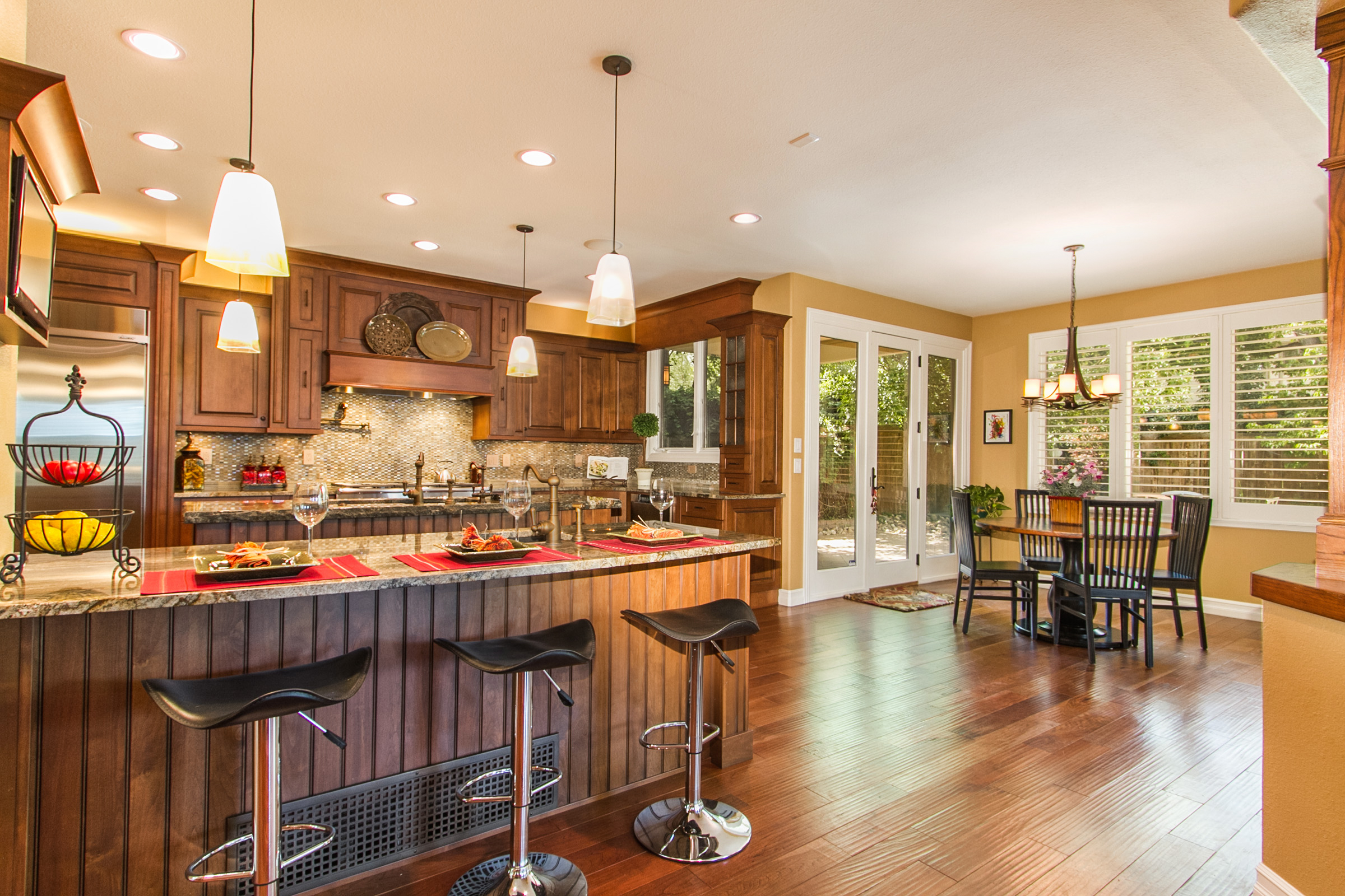 1368065_Kitchen-Adjoins-Breakfast-Room-and-Patio_high.jpg