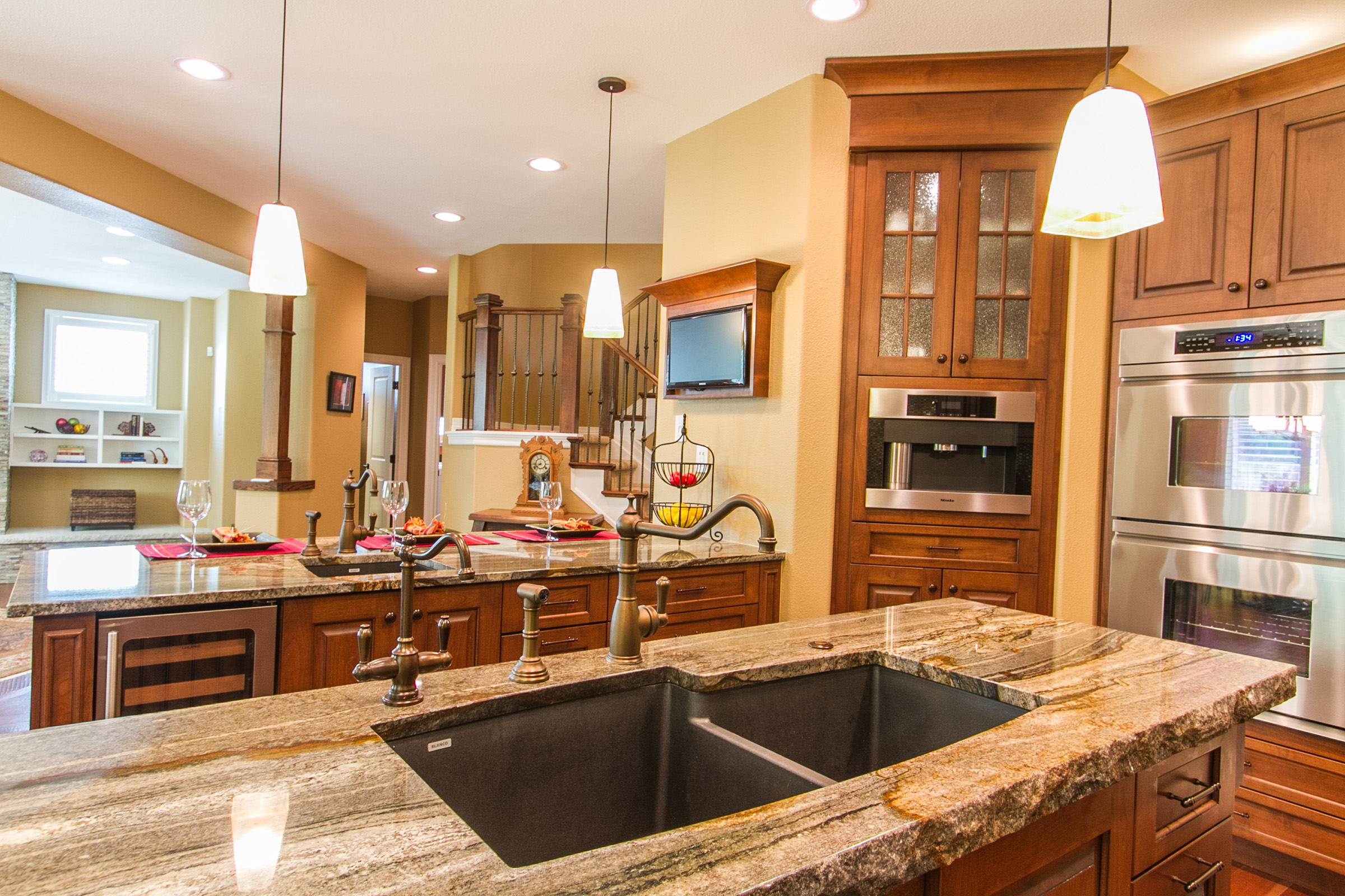 1368068_Thick-Granite-Island-plus-Breakfast-bar_high.jpg
