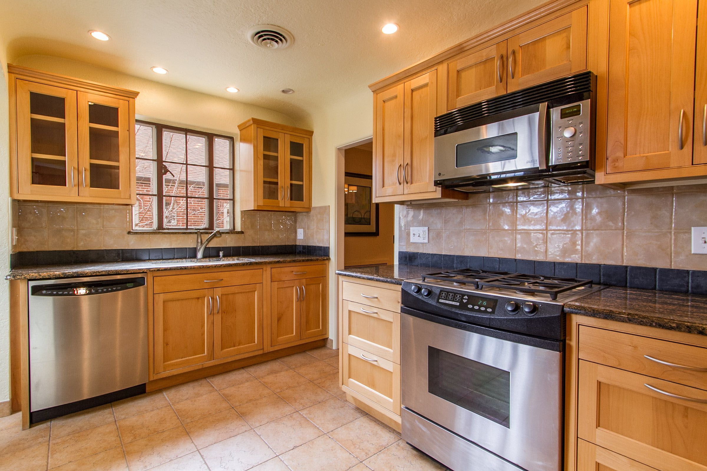 1177287_Updated-Kitchen-Has-Granite--Stainless-Appliances_high.jpg