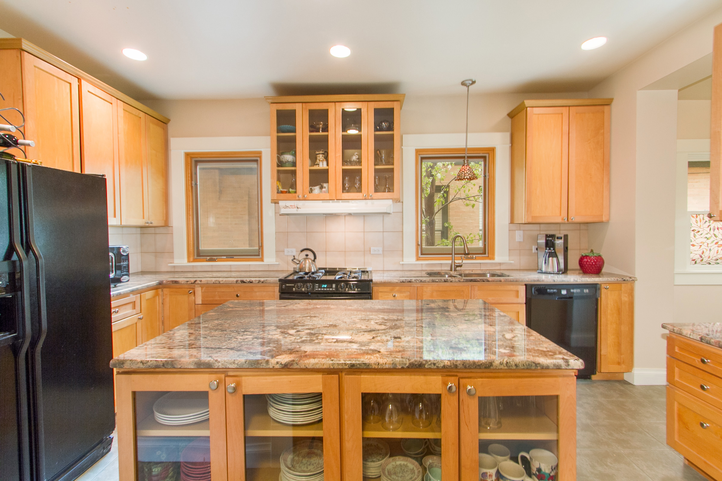 1246124_Large-Kitchen-Island_high.jpg