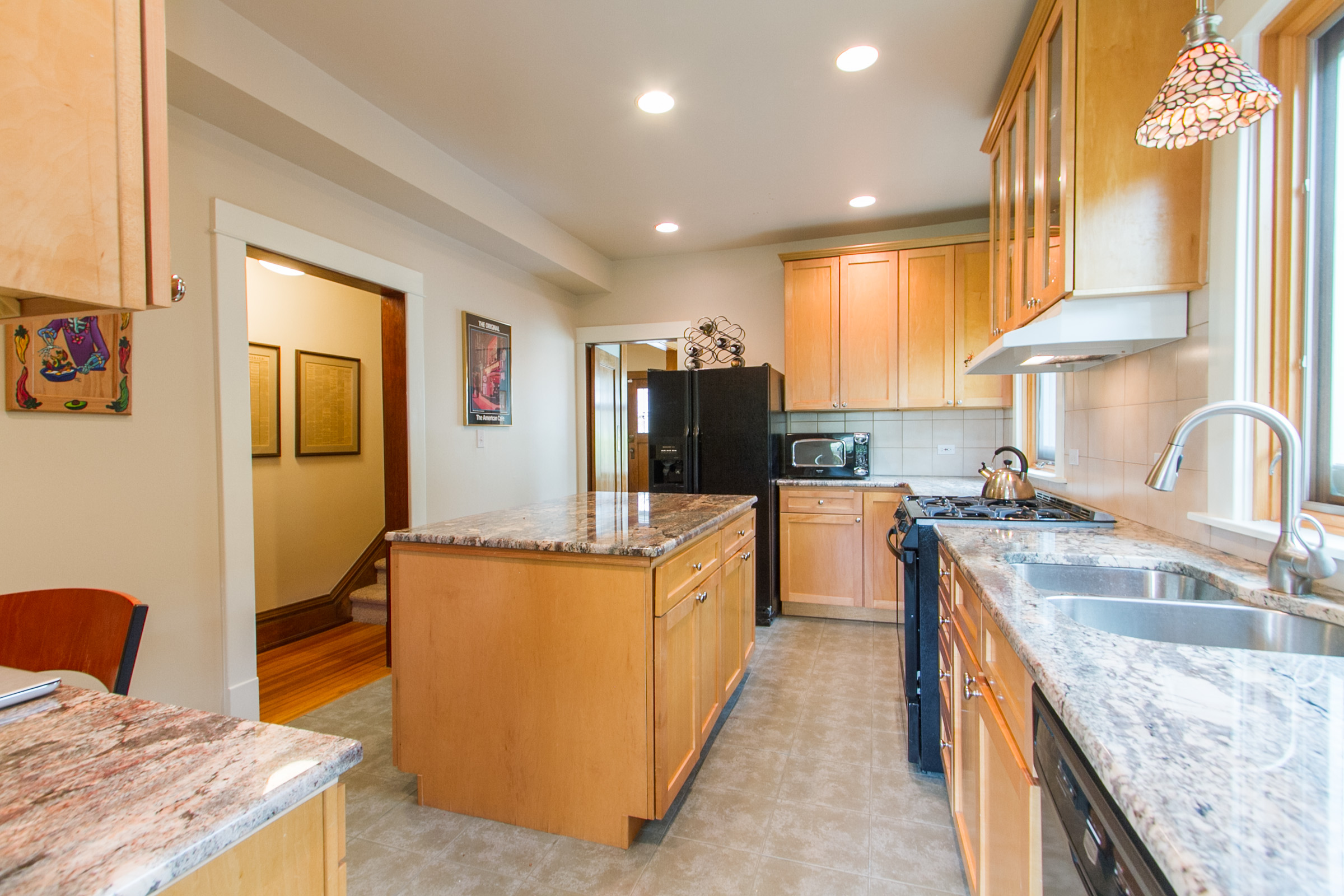 1246125_Maple-Cabinets-And-Granite_high.jpg