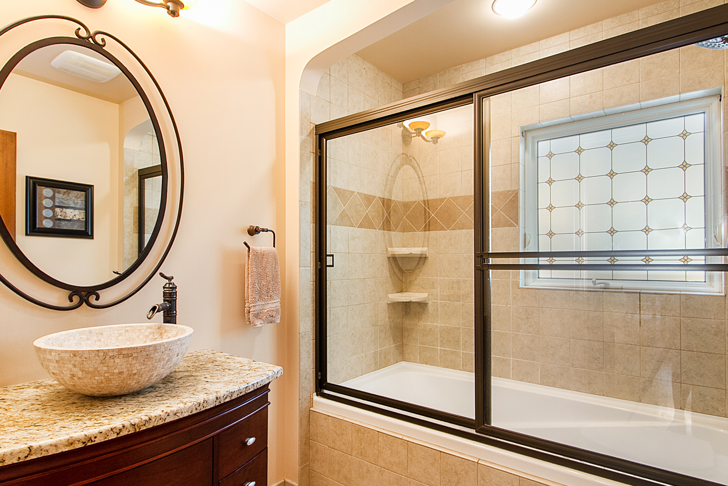 1409194_Main-Floor-Full-Bathroom_high.jpg