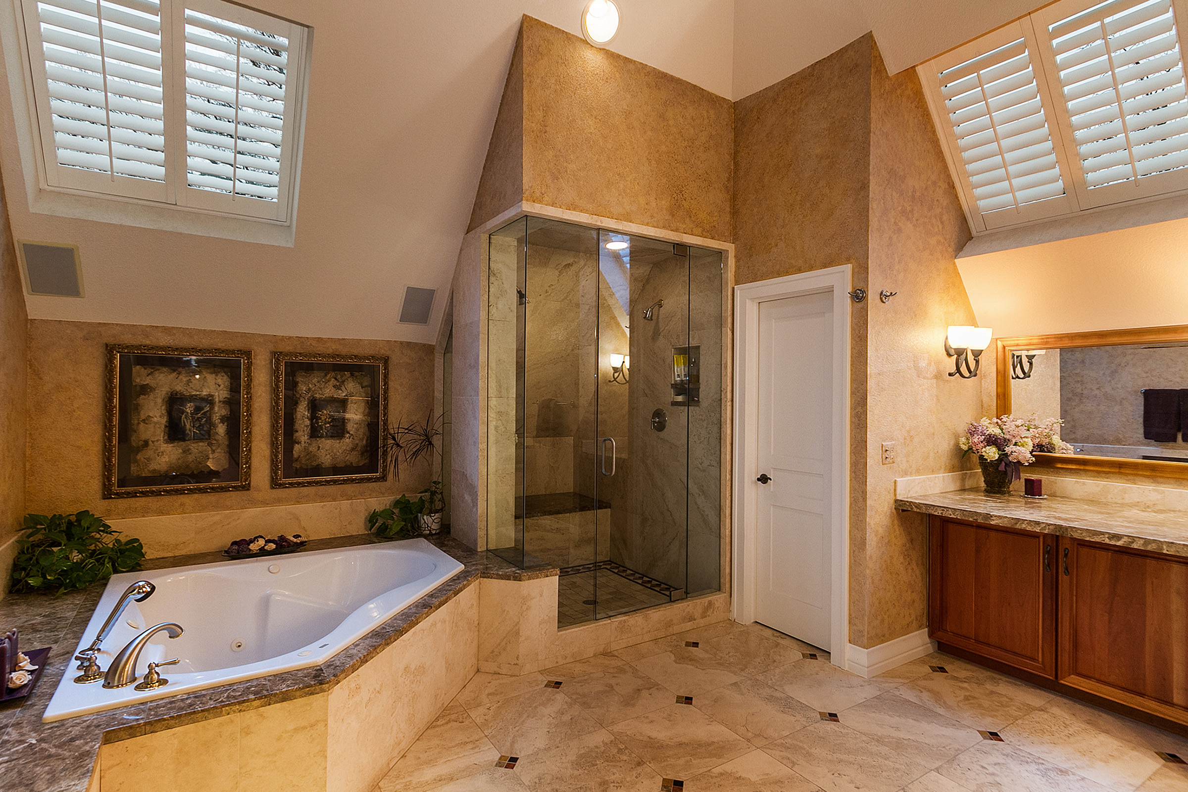 1183154_Master-Bath-Jetted-Tub-and-Double-Steam-Shower_high.jpg