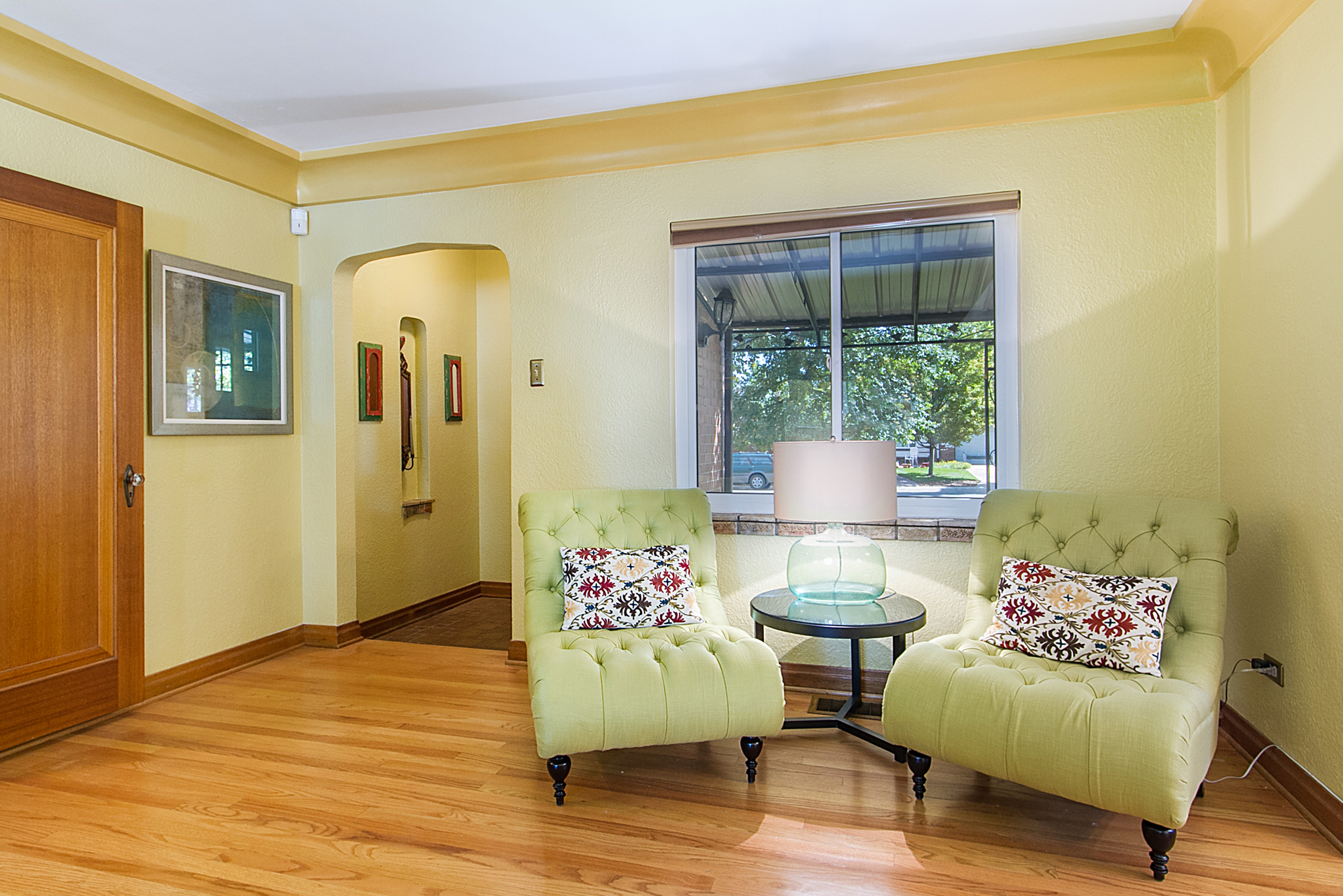 1409203_Foyer-Opens-to-Expansive-Living-Room_high.jpg