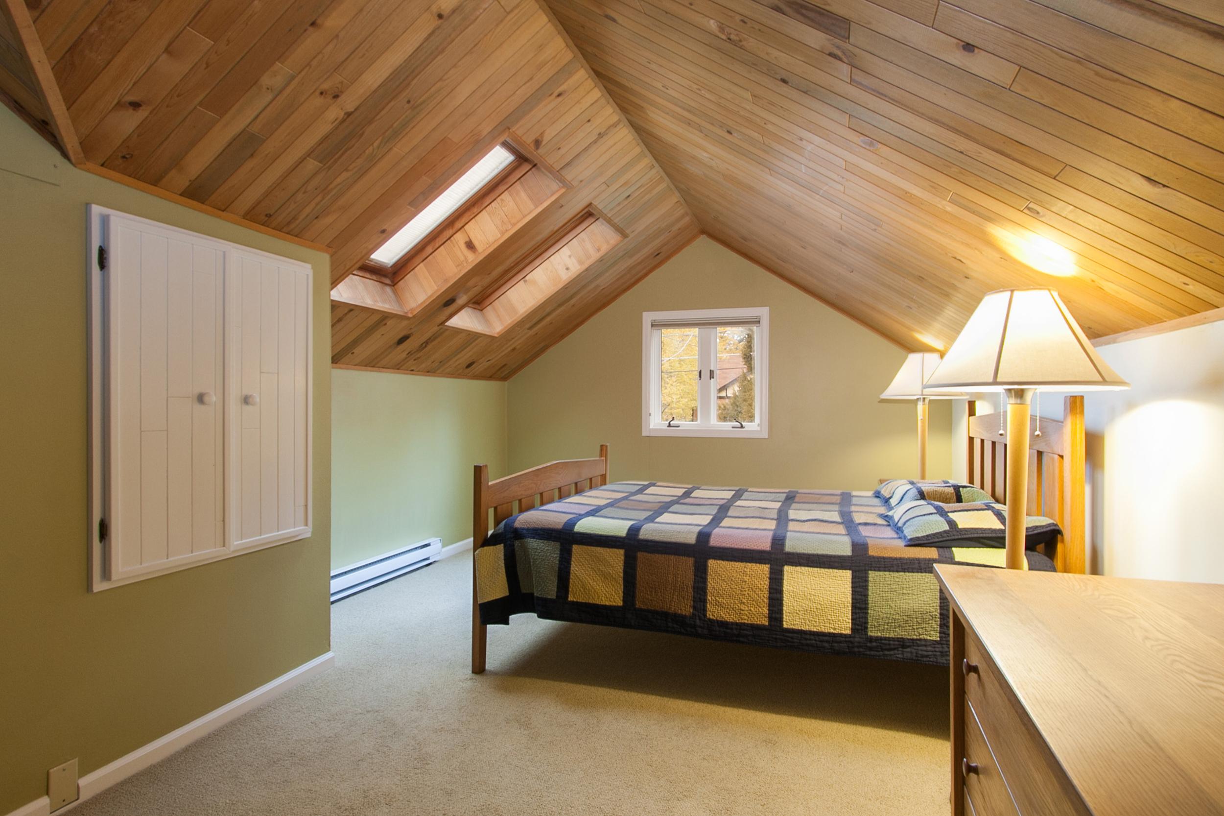 1114216_Master-Bedroom-Has-Skylights_high.jpg