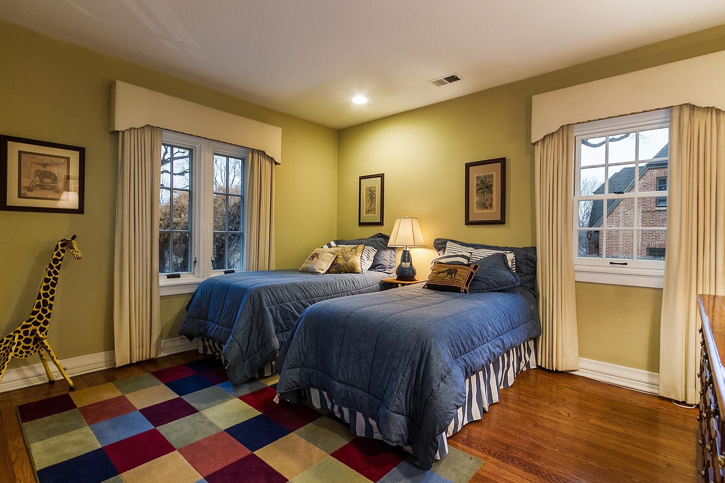 1183054_Main-Floor-Bedroom-4-Has-en-Suite-1-2-Bath_high.jpg