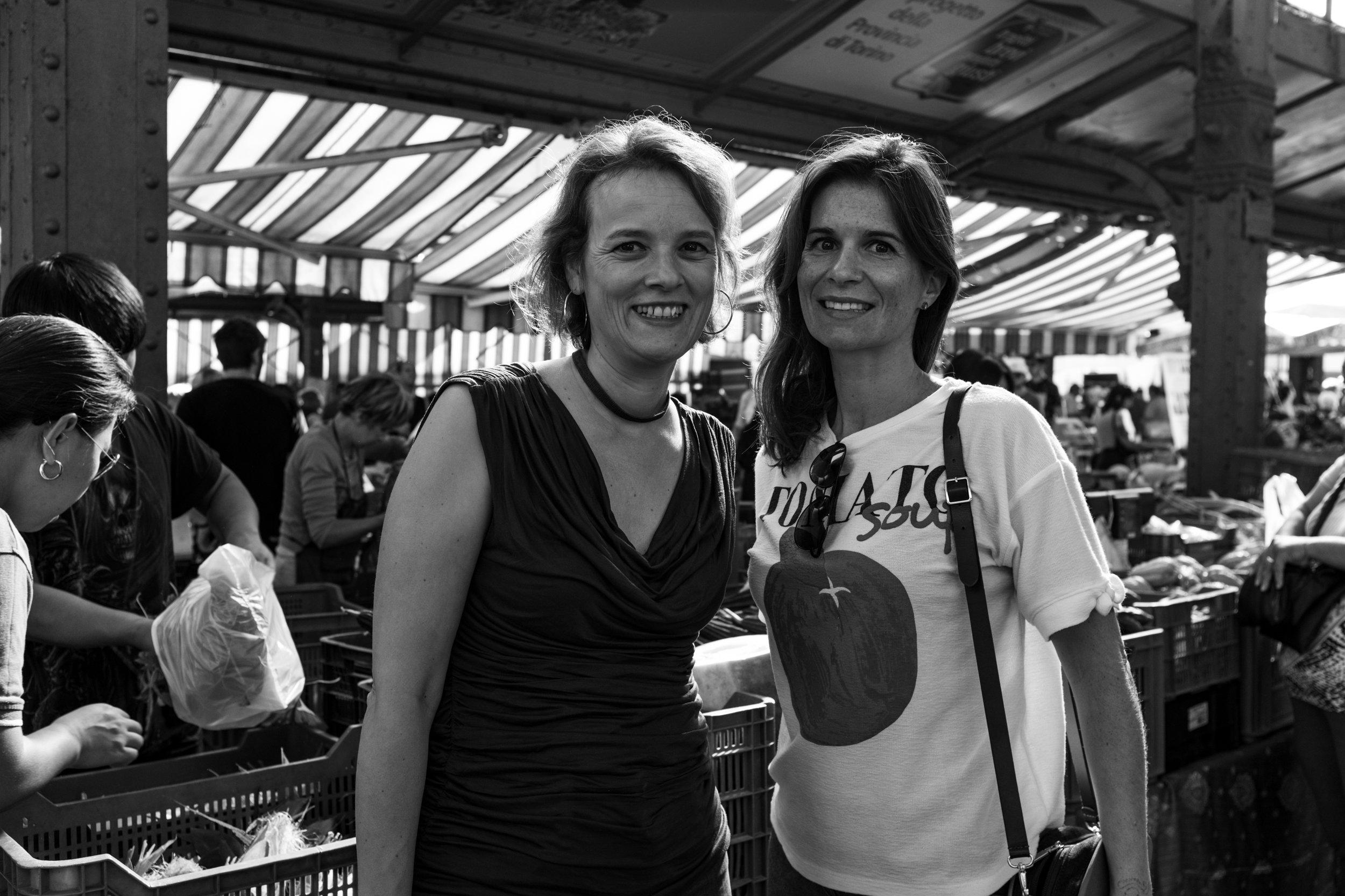 Laura Lopes e Patrícia Conde da NUTS no mercado central de Turim