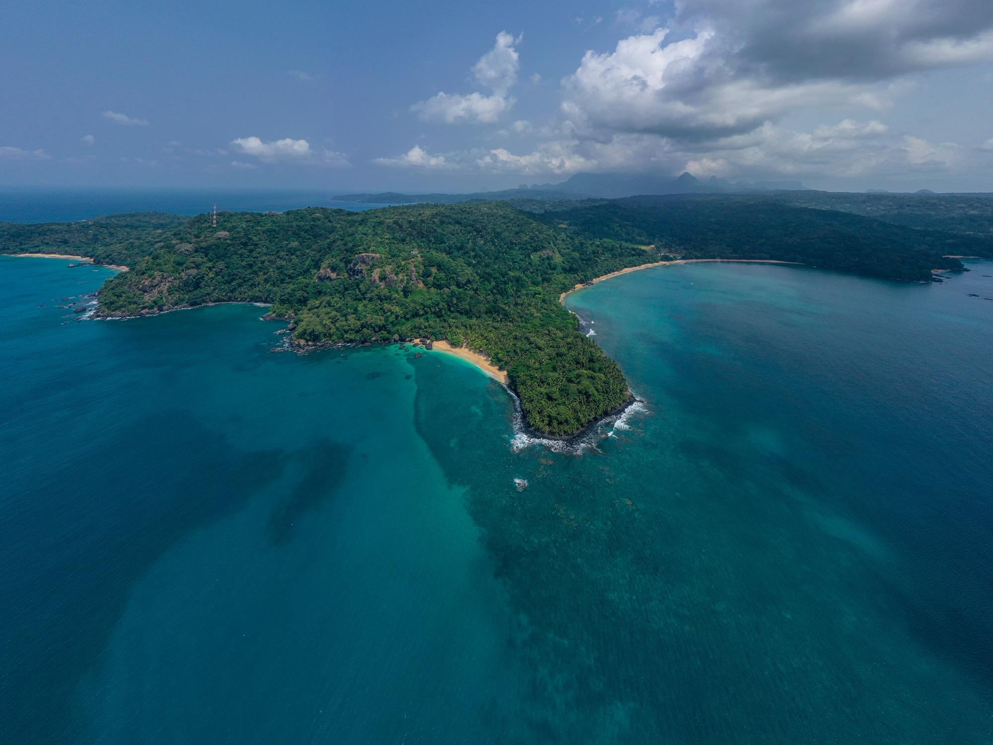 Vista aérea da ilha do Príncipe.  Photo credits  @fredericovanzeller