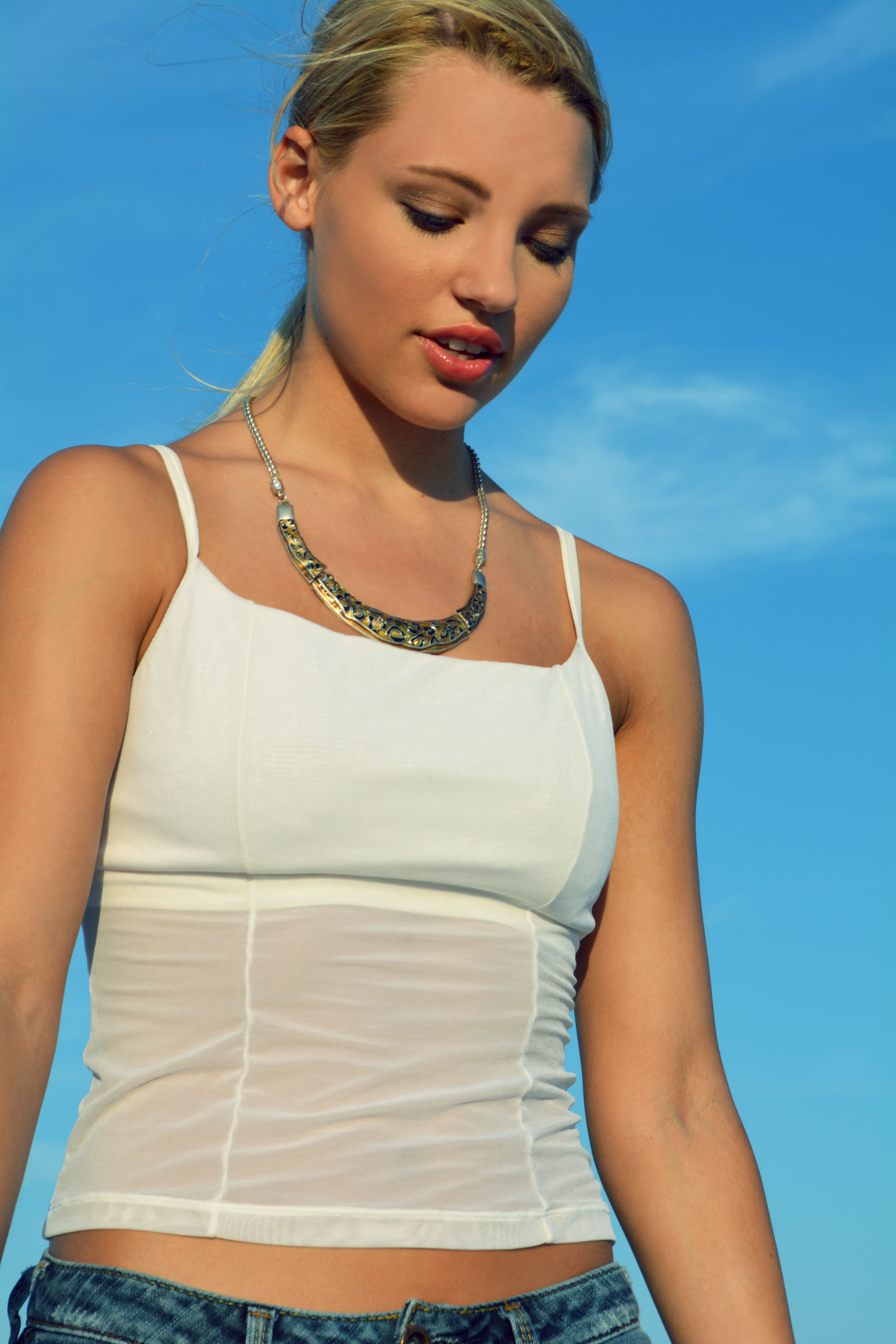 Abgies-Closet_Jeans-White-top-and-Jewelry_Willow_WEB.jpg