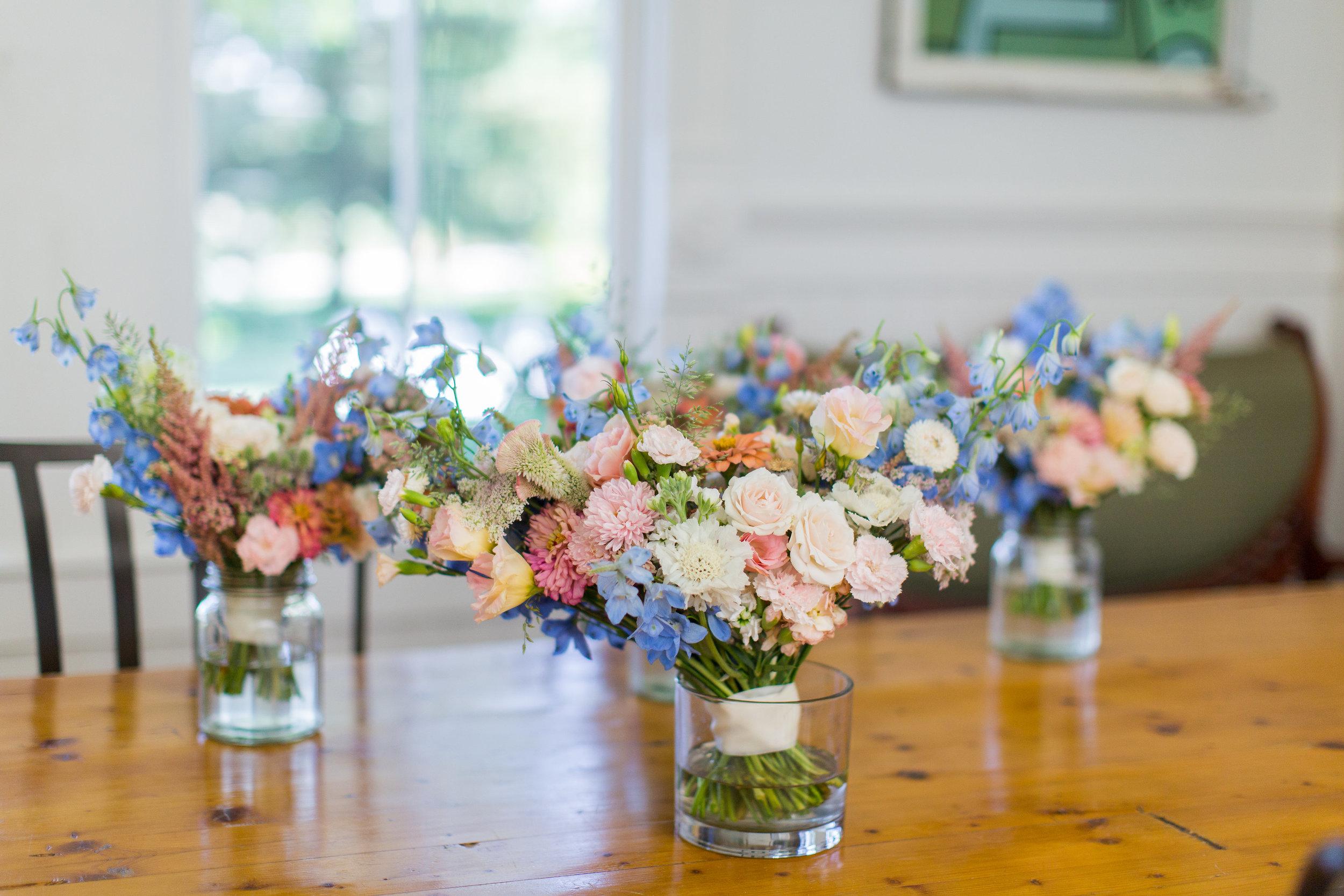 pastel_bridesmaid_bouquets.jpg