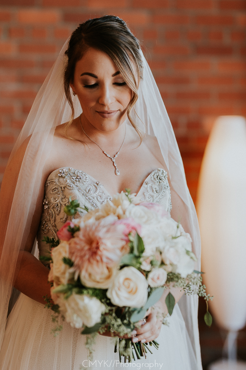 bride_with_bouquet.jpg