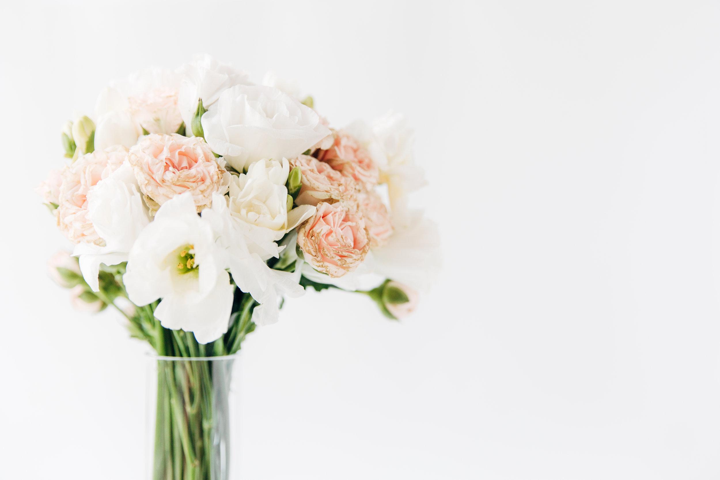 pink_white_wedding_bouquet.jpg