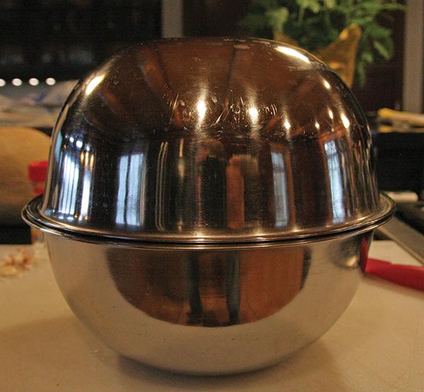 Metal bowls for de-husking garlic cloves